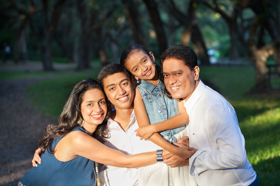 Family photo session at Matheson Hammock