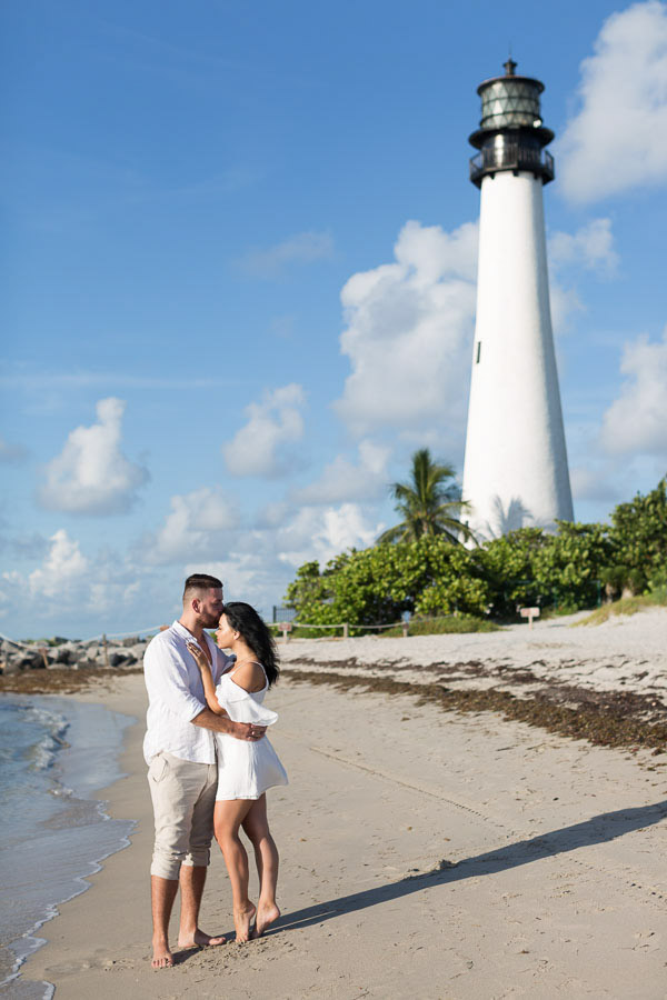 couple engagement key biscayne lighthouse