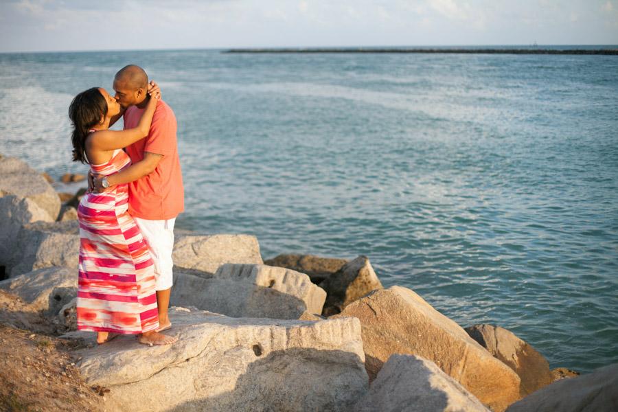 couple kissing on rocks